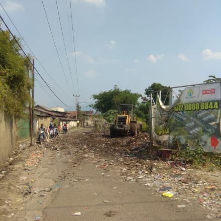 Pengangkutan Sampah di TPS Liar